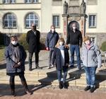 Vier Landtagsabgeordnete vor dem Impfzentrum Bad Schwartau