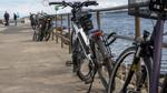 Fahrräder abgestellt an der Promenade in Travemünde