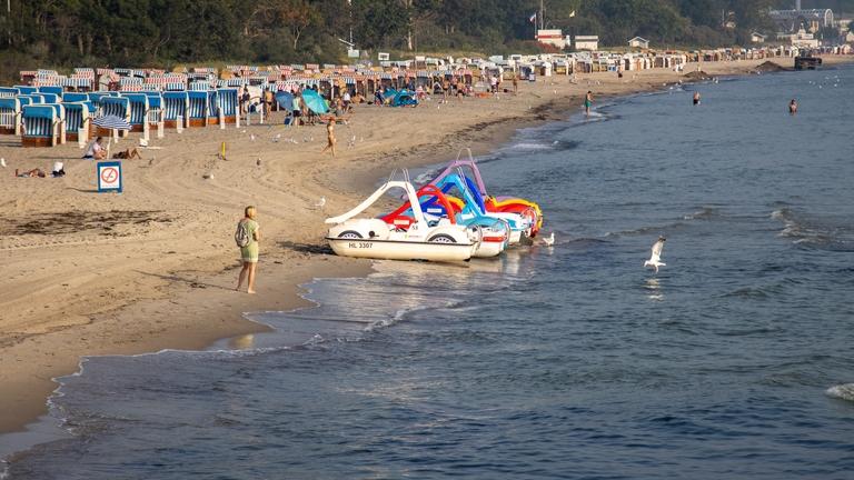 Strand, Meer und Tretboote