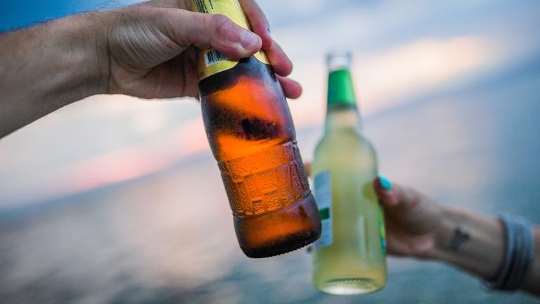Party mit Alkohol in Flaschen