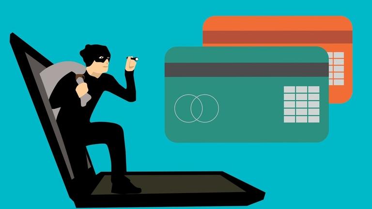 Ein Internet-Betrüger stiehlt Kreditkartennummern