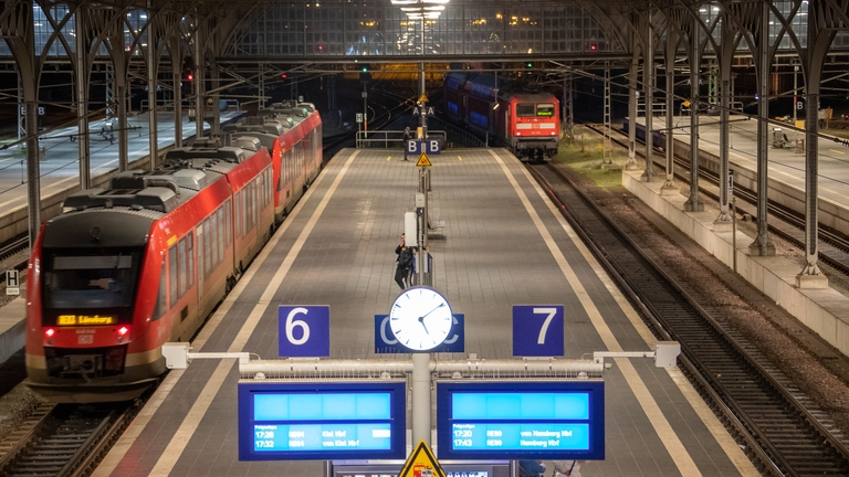 Bahnsteige 6 und 7 des Lübecker Bahnhofs.
