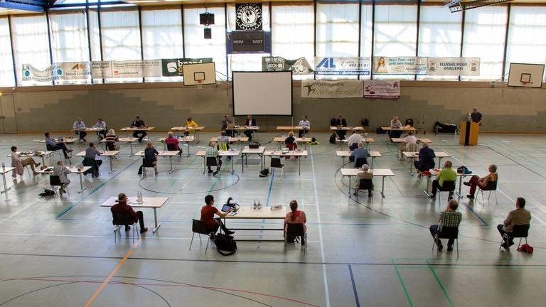 Die Sitzung des Hauptausschusses in der Großsporthalle.