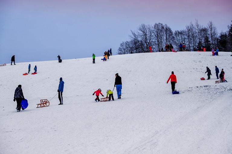 Schlitten fahren im Schnee