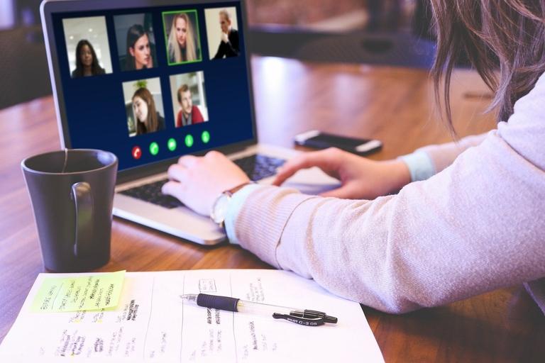 Videokonferenz mit Jugendlichen
